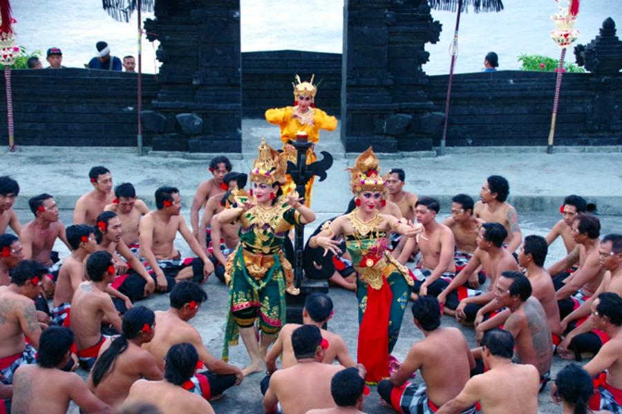 ウルワツ寺院で夕日とケチャダンスを見てディナーへ~バリ島旅行記~